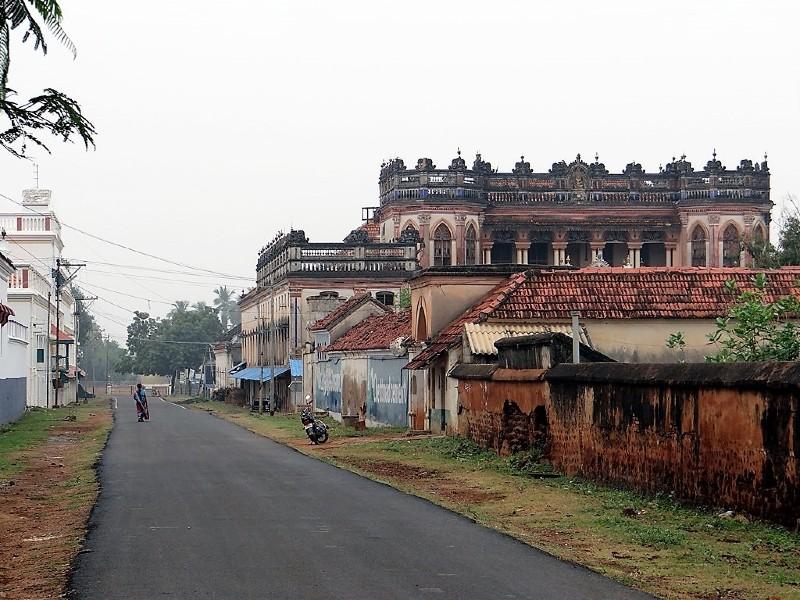 Une rue du village de Kanadukathan