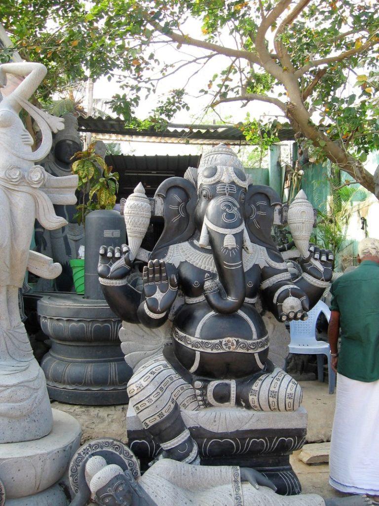 Sculpture du dieu Ganesh en granit noir