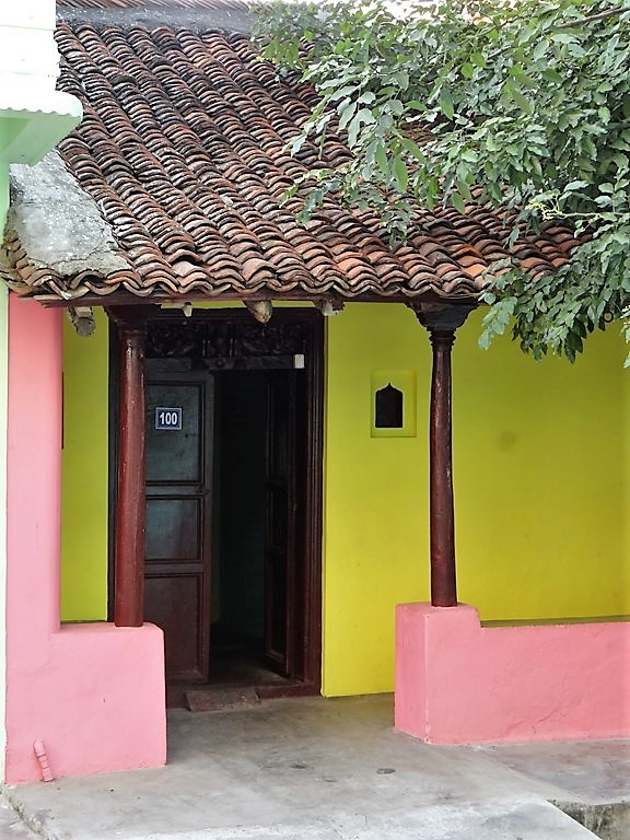 Maison typique de Ponidchéry au toit de tuiles