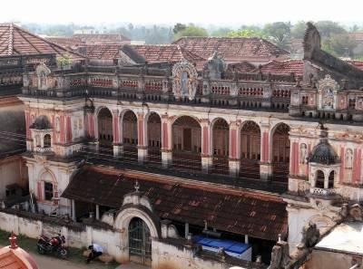 Chettinad vieux palais rose presqu'en ruines