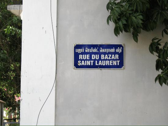 Pondichéry plaque de rue dont le nom est en tamoul et français