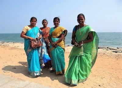 Pondichéry 4 femmes indiennes en sari
