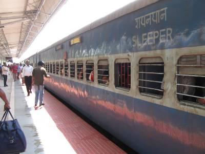 Trains indien sur un quai de gare