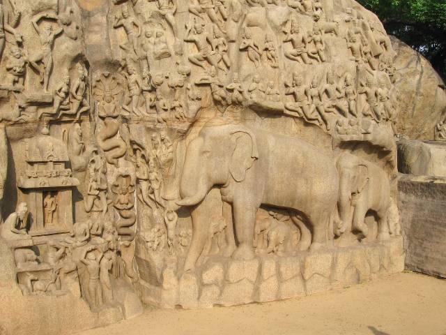 Bas-relief taillé dans le granit représentant un éléphant