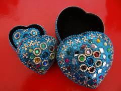 Boites bleues en fer en forme de cœur
