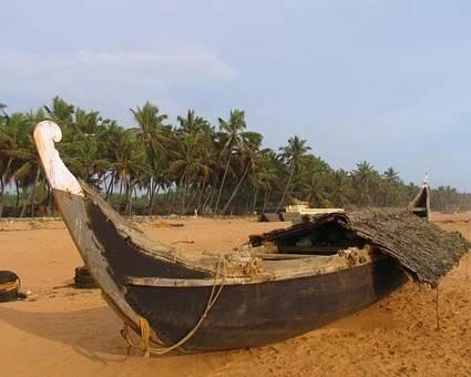 Kérala plage de sable avec une barque